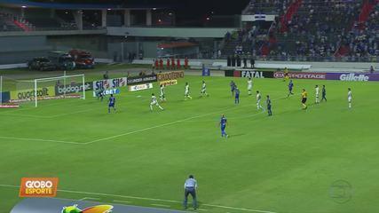 Cruzeiro deixa vitória escapar contra o CSA em jogo marcado por invasão de cão em campo