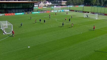 Confira o belo gol marcado pelo zagueiro Eric Botteghin em treinamento do Feyernoord
