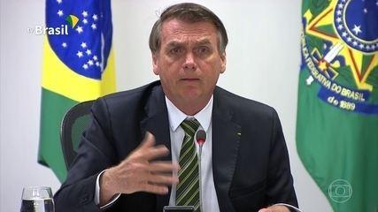 Bolsonaro diz que Macron terá de retirar 'insultos' antes de o Brasil aceitar dinheiro