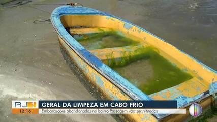 Embarcações abandonadas no bairro Passagem, em Cabo Frio, vão ser retiradas