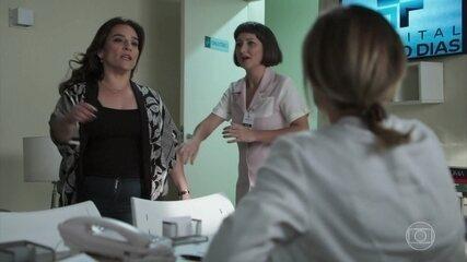 Aline vai até a clínica de Letícia atrás do filho