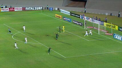 Gol do Palmeiras! Scarpa cruza para Willian, que parte em velocidade e marca. Após VAR, árbitro confirma, aos 35' do 2º tempo