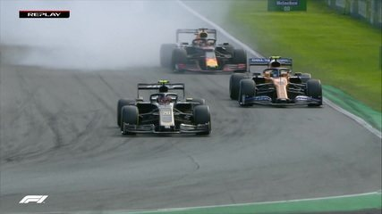 Magnussen trava rodas, vai fora da pista e passa reto