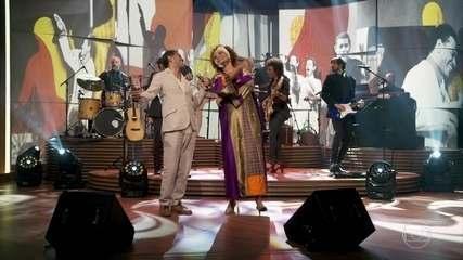 """Luciana Mello e Jair Oliveira cantam """"Deixa Isso Pra Lá"""""""
