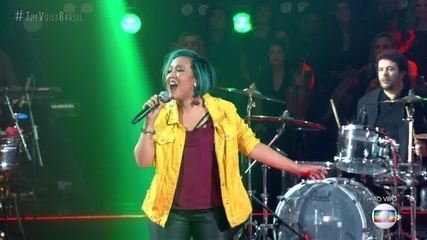 "Carol Naemi canta ""Erva Venenosa"""