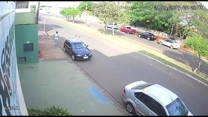 Universitária que desapareceu recebeu ajuda de desconhecido para trocar pneu do carro