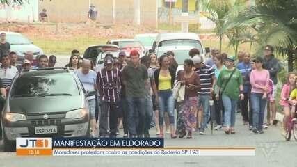 Moradores protestam contra condições de estradas em Eldorado