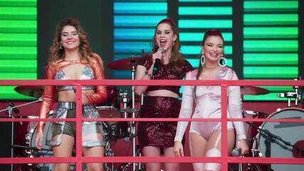 Sophia Abrahão recebe Raíssa, vencedora do 'Vai no Gás', e Nanda no palco da Coca-Cola no Rock in Rio