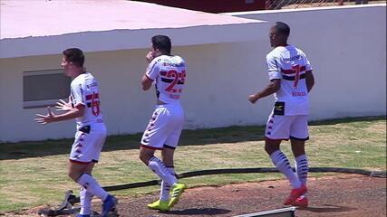 Gol do Botafogo-SP! Leonan acha Dodô dentro da área e o atacante finaliza sem chances para Ivan, aos 25 do 2º
