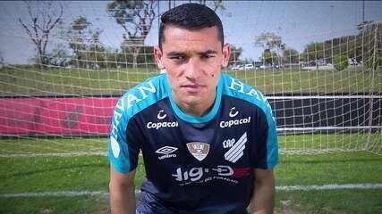 Conheça história de Santos, o goleiro do Athletico-PR convocado para os amistosos da Seleção Brasileira