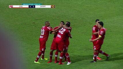 Gol do CRB! Alisson Farias acha Igor sozinho, que cruza para Edson Cariús empatar o jogo contra o Sport