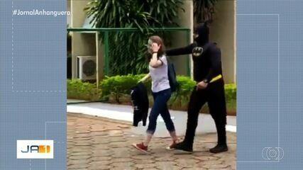 PM que buscou filha na escola vestido de Batman fala sobre estar presente