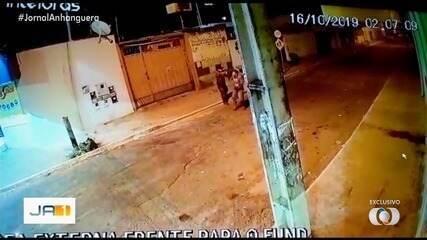 Vídeo mostra homem sendo assassinado na Vila Mutirão, em Goiânia