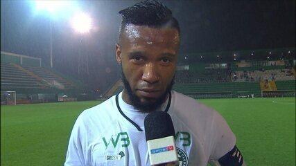 Rafael Vaz valoriza ponto conquistado em Chapecó e diz que gol de falta e presente de aniversário para a esposa