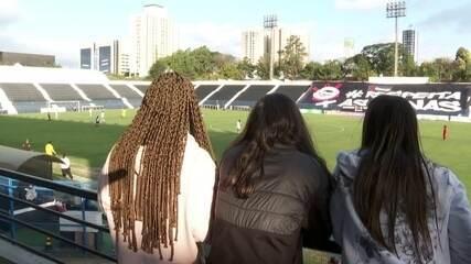 Recém-contratadas, meninas assistem jogo do Estrela de Guarulhos contra o Corinthians