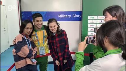 Arthur Nory sendo tietado nos Jogos Mundiais Militares