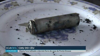 Objeto não identificado cai em telhado e derrete forro de uma casa, em Ponta Grossa