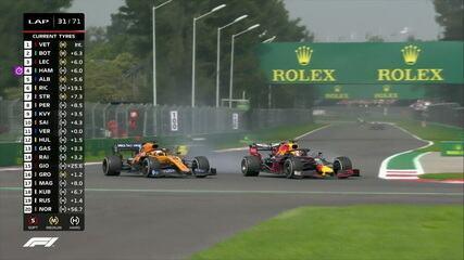 Verstappen passa por Sainz e assume a 10ª posição