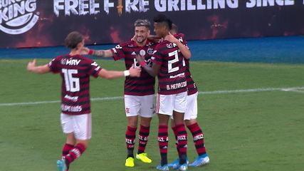Gol do Flamengo! Everton Ribeiro avança, sai da marcação e dá em Arrascaeta, que abre o placar, aos 08' do 1º tempo