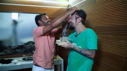 Pablo Vasconcelos desafia o cantor Saulo a adivinhar suas próprias músicas