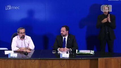 Ministro diz que vai tentar 'escangalhar o máximo a vida' de quem vazou prova do Enem
