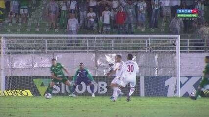 Sálvio Spínola vê toque com o braço de jogador do Guarani após chute do Bragantino