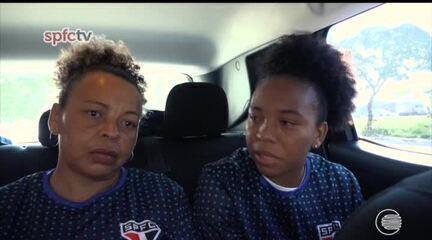 De surpresa, atacante do São Paulo recebe visita da mãe durante treino e se emociona