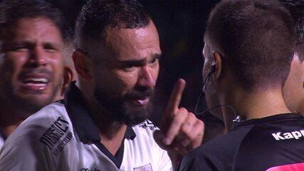 Expulso! Leandro Castan leva cartão vermelho por reclamação aos 40 do 2º tempo