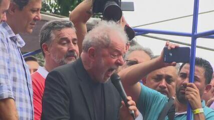 Lula diz que Bolsonaro foi eleito para governar para o povo, e não para milicianos