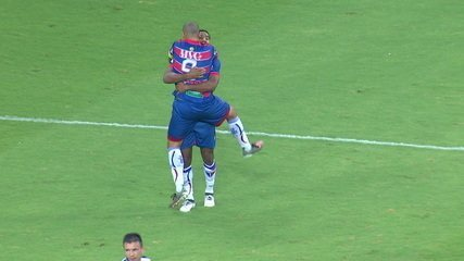 Gol do Fortaleza! Wellington Paulista acerta cabeçada e abre o placar aos 12' do 1º tempo
