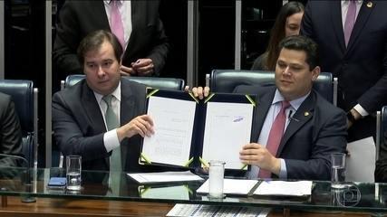 Em sessão solene, Congresso promulga reforma da Previdência