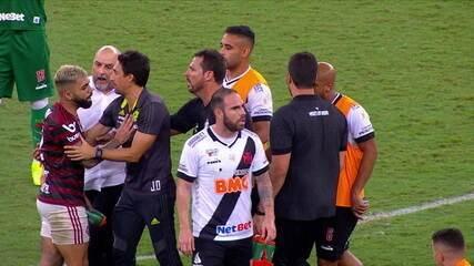 Imagens mostram gerente de futebol do Vasco agredindo Gabigol após empate no Maracanã