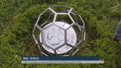 Bola comemorativa em Três Corações homenageia 50 anos do 'gol mil' de Pelé
