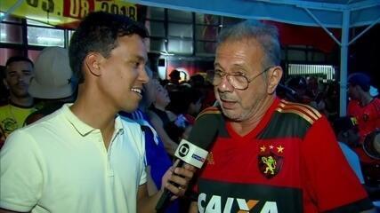 Pai de Diego Souza aparece em jogo do Sport e fala sobre possível volta do ídolo à Ilha