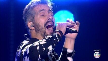 Danilo Vieira canta 'Pais e Filhos'