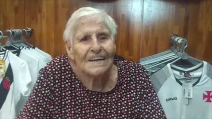 """Dona Benita, de 90 anos, se associando: """"Sou Vasco de carteirinha"""""""