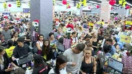 Black Friday começa com shopping lotado em plena madrugada em Belo Horizonte