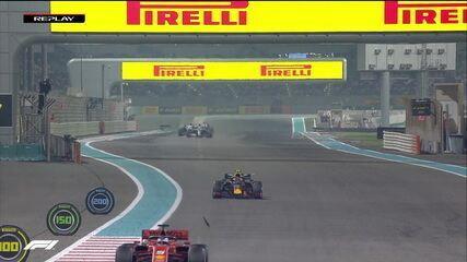 Pedaço do carro de Vettel se solta na reta