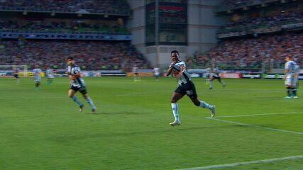 Gol do Atlético! Cazares manda uma bomba no ângulo e abre o placar, aos 18' do 1º tempo