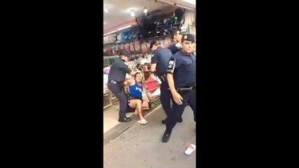 Moradores registraram abordagem de guardas contra ambulante no centro de Sorocaba