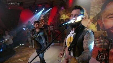 Jorge e Mateus cantam Legião Urbana no palco do Fantástico