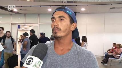 Cearense Artur Silva comemora título no campeonato brasileiro de surfe