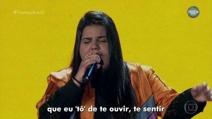 """Yasmin Santos canta """"Para, Pensa e Volta"""""""