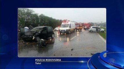 Adolescente que dirigia carro se envolve em acidente em Tatuí; três ficaram feridos