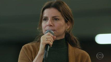 Lúcia é homenageada por professores e alunos