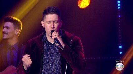 Jakson Follmann canta 'Tocando em Frente' na segunda rodada da grande final