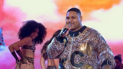 Caldeirão de Ouro: Top 05 - Kevin O Chris canta musica Ela É Do Tipo