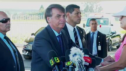 O presidente Jair Bolsonaro disse que vai conversar com o ministro Paulo Guedes (Economia) sobre aumento do salário mínimo acima da inflação