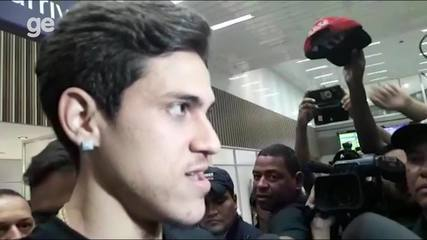 """Pedro chega ao Rio para assinar com o Flamengo: """"Expectativa muito grande"""""""