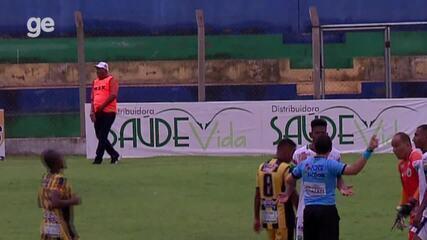 Vídeo flagra técnico Nivaldo Lancuna orientando jogador a cair para terminar partida
